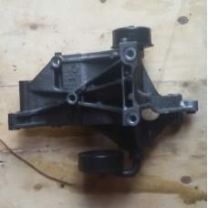 Кронштейн генератора (натяжитель) VAG 028903143AB (VW Passat)