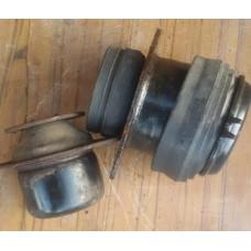 Подушка крепления двигателя (VW Passat B4)