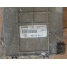 Блок управления двигателем Bosch 028906021AT (VW Passat B4)