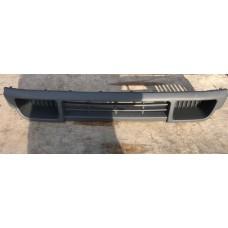 Решетка в бампер центральная VAG 7H08077197G9 (VW T5)