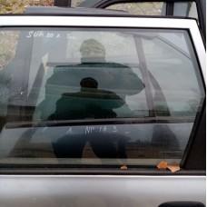 Стекло двери задней правой (Nissan Sunny)
