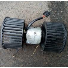 Двигатель отопителя (моторчик печки) Bosch 0130111135 (BMW 5 E34)